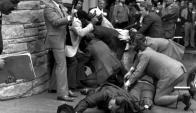 John Hinckley Jr. es detenido tras dispararle a Ronald Reagan y otras tres personas. Foto: Archivo.