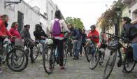 Los bicitours tienen varias propuestas para Montevideo. Foto: Bruno Strapetti
