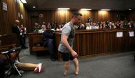 Pistorius. Quiso sensibilizar al Tribunal caminando en sus muñones.Foto: Reuters