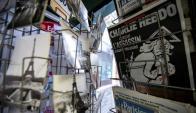 El último número de Charlie Hebdo en los kioscos de Francia. Foto: EFE.