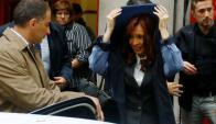"""Fernández se retira de los tribunales tras declarar por el """"dólar futuro"""". Foto: Rueters."""