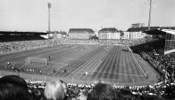En el Grünwalder Stadion jugó el Bayern desde 1926 a 1972, compartiéndolo con el 1860 Múnich. Fue destruido en la Segunda Guerra Mundial y reconstruido después.