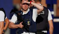 Policías belgas montan guardia afuera de la Estación de Policías. Foto: Reuters