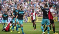 El festejo de Gastón Pereiro tras el gol del PSV. Foto: AFP
