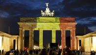 Puerta de Brandeburgo en Berlín con los colores de Bélgica. Foto: Reuters