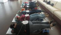 Mediante hipnosis y dispositivos especiales trata problemas de obesidad. Foto: El País