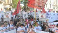 Acto: manifestación y oratoria frente al edificio del Banco Central. Foto: F. Flores