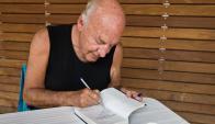 Galeano terminó el libro poco antes de morir. Foto: AFP.