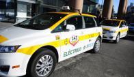 Intendencia ofreció ayer 20 chapas para taxis eléctricos con descuentos,. Foto: F. Ponzetto