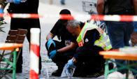 Policía alemana reúne indicios en el lugar donde atacante islamista se inmoló. Foto: Reuters