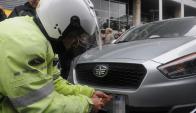 Taxistas emboscaron a chofer de Uber. Foto: A. Colmegna
