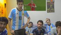 Hinchas argentinos durante los penales. Foto: Captura de video