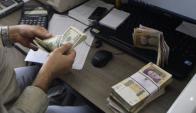 Inversores del exterior. Pasan por el mercado para vender títulos en pesos.