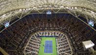 Estreno. El techo retráctil se usó por primera vez en el US Open para jugar con lluvias. Foto: Reuters