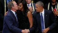 Bush junto a Obama y la primera dama en el funeral por la masacre en Dallas. Foto: Reuters