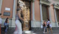 Uruguayos residentes en España le apuntan a una mala interpretación de la ley. Foto: L. Carreño