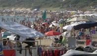 Playas colmadas en un fin de semana con temperaturas tropicales. Foto: R. Figueredo