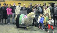 La familia Tedesco se lució con un carnero destacado por su lana y su carne. Foto: archivo El País