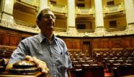 """Eduardo Rubio, el único representante de la izquierda """"radical"""", cuestiona los salarios y los viajes de sus colegas, aunque tiene afinidad con todos. Foto: Marcelo Bonjour."""