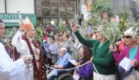 Como en cada Domingo de Ramos, serán bienvenidas las palmas en la peatonal Sarandí a las 11:00.