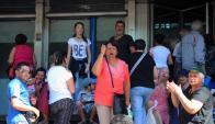 Protesta: jubilados molestos ayer en la Agencia 19 de Junio. Foto: F. Ponzetto
