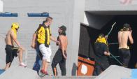 Los incidentes en la Ámsterdam y los alrededores del estadio Centenario en el Peñarol - Nacional. Foto: Marcelo Bonjour - El País.