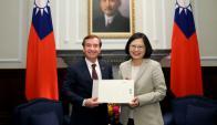 Ed Royce con la presidenta taiwanesa Tsai Ing-wen. Foto: Prensa Presidencia de Taiwán.