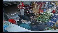 Los delincuentes ingresaron al supermercado y fueron directo a la caja fuerte. Foto: Captura Subrayado.