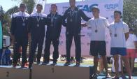 Junior. Julián Cabrera y Matías Otero en el podio de su categoría tras ganar la de plata.
