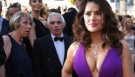 Todos los ojos sobre Salma Hayek en Cannes (AFP)