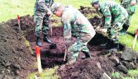 Excavaciones por efectivos del ejército. Foto: Walter Garrido
