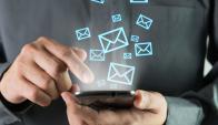 """Trabajadores. Lo más nocivo no es el tiempo que les insume contestar correos, sino que padecen """"estrés antiticipatorio"""". (Foto: Shutterstock)"""