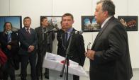 El embajador ruso en Turquía minutos antes de ser asesinado. Foto: AFP