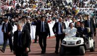 Se estima que 300.000 personas saludaron el paso del Papa. Foto. Reuters
