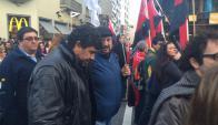 El diputado Oscar Andrade formó parte de la movilización de la educación el jueves. Foto: Diego Píriz.