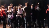 La presencia de jóvenes en la puerta de boliches es algo que se quiere evitar. Foto: Archivo El País