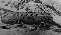 Avión de la FAU que se estrelló en 1972 en Los Andes. Foto: Archivo El País.