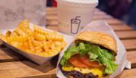 Shake Shack es considerada la mejor hamburguesería de Nueva York. Foto. AFP.