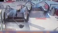 Otro accidente en una escalera mecánica china, un hombre perdió una pierna.