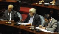Julio Guarteche, Eduardo Bonomi y Charles Carrera en la Comisión Permanente el 15 de febrero de 2015. Foto: Ariel Colmegna.