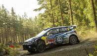 El piloto finlandés Jari-Matti Latvala durante la etapa prólogo del rally de Finlandia