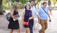 Los padres de Lola llegando al Juzgado Penal de Rocha. Foto: R. Figueredo