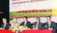Dos ministros estuvieron en el lanzamiento del Congreso Mundial Hereford. Foto: L. Carreño