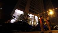 Policía en el apartamento del fiscal Nisman