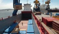 Buque carguero en el Puerto de Montevideo. Foto: Archivo El País
