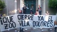 """Manifestación en el Municipio CH. Foto: grupo de Facebook """"Este año cierra el zoo"""""""