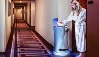"""""""Este robot no va a eliminar empleos. Su única misión es la de ayudar a la gente que trabaja en los hoteles a mejorar el servicio al cliente en lugar de andar corriendo por los pasillos para entregar pasta de dientes o una toalla"""", insistió Canoso.El cofu"""