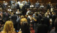 Diputados quieren bajar los costos por salidas al exterior. Foto: Francisco Flores