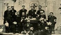 Médicos y hermanos hospitalarios del personal de la Comisión Central de la Cruz Roja en 1897.