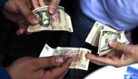 """Crece la brecha con el """"dólar blue"""". Foto: Archivo El País"""